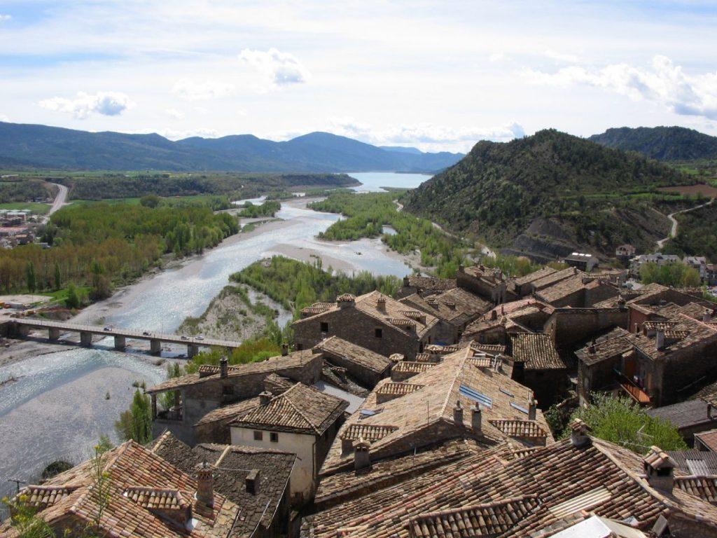 Vistas desde Ainsa del valle y el Pirineo oscense