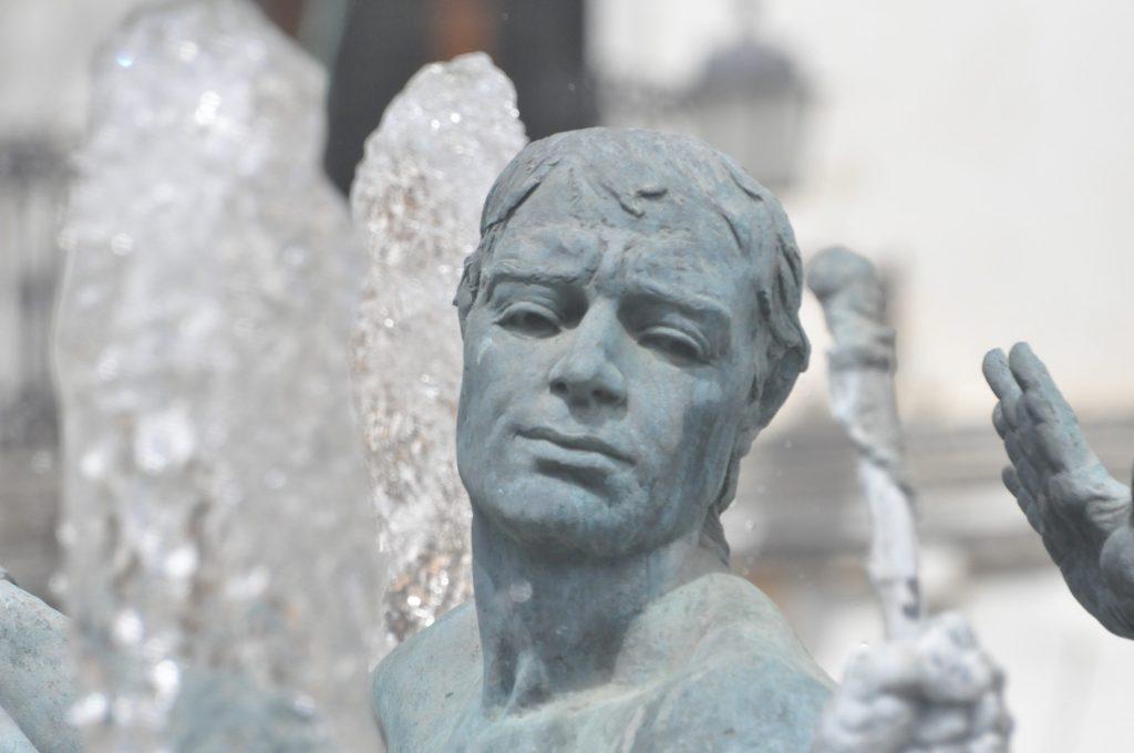 Estatua de Cascamorras, fiestas de  Baza y Guadix